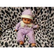 Lila ruhás baba (515)