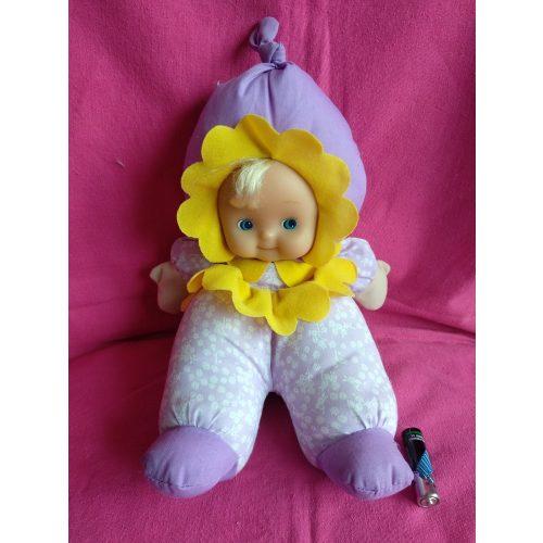 Virág ruhás baba
