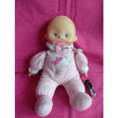 Tehénkés ruhájú baba