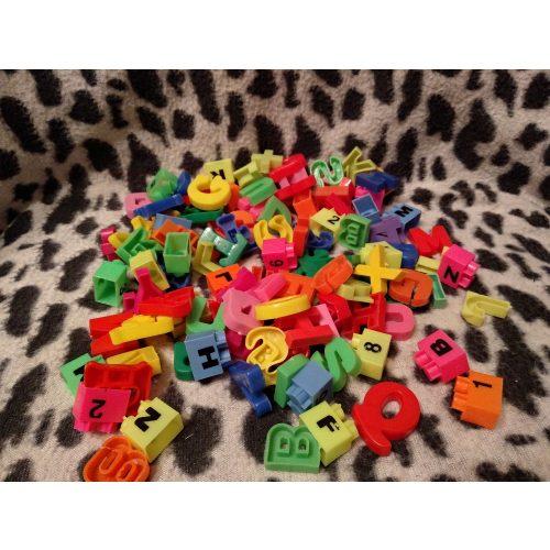 Betűk és számok kistáskában (515)
