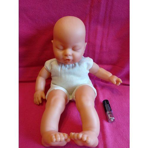 Csukott szemű baba 3