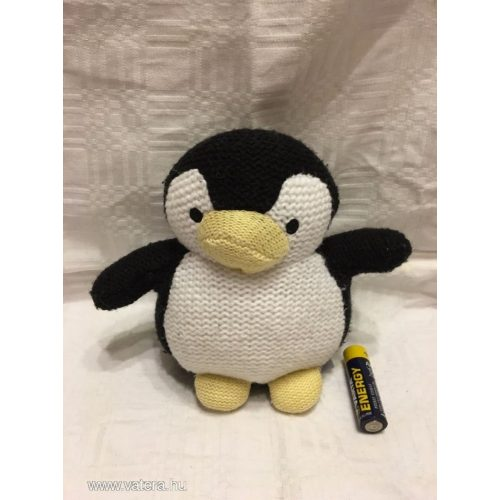 Horgolt pingvin figura