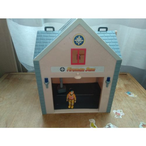 Tűzoltó Sam kinyitható tűzoltóállomás figurával