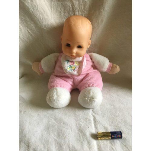 Rózsaszín ruhás baba