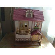 Sylvanian families emeletes ház figurával, kieg