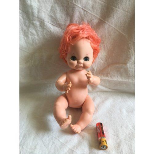 Vörös hajú baba