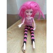 Rózsaszín hajú baba