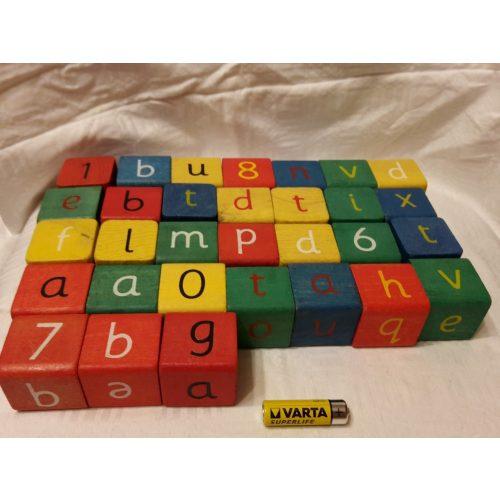 Fa kocka betűkkel és számokkal 32 db