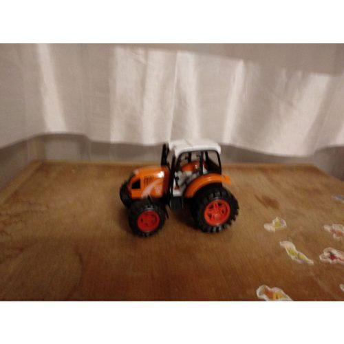 Narancssárga traktor