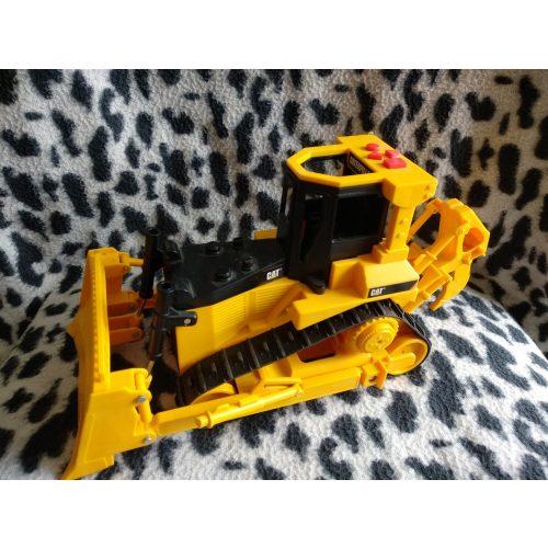 CAT elemes munkagép (517)