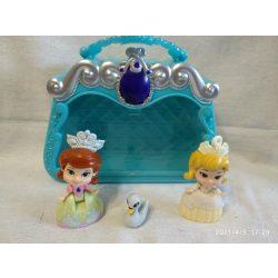 Szófia és Amber mini hercegnők tartóban (31)