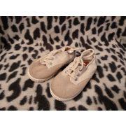 21-es cipő (p)