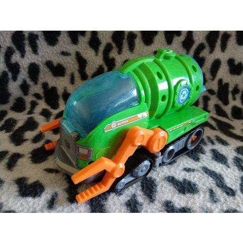 Veszélyes hulladék szállító autó