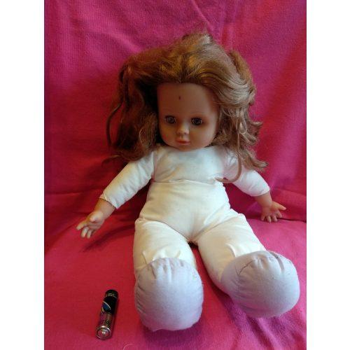 Hosszú barna hajú baba