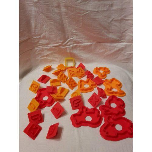 Nyomda formák (betűk, figurák) gyurmával